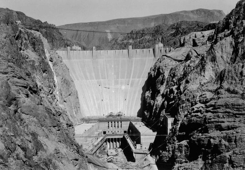 Building the Hoover Dam 22