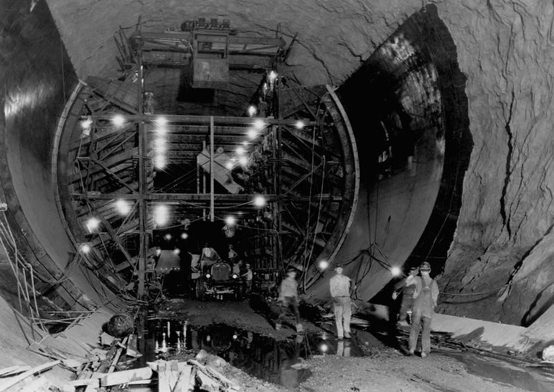 Building the Hoover Dam 17