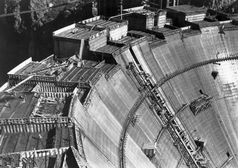 Building the Hoover Dam 14