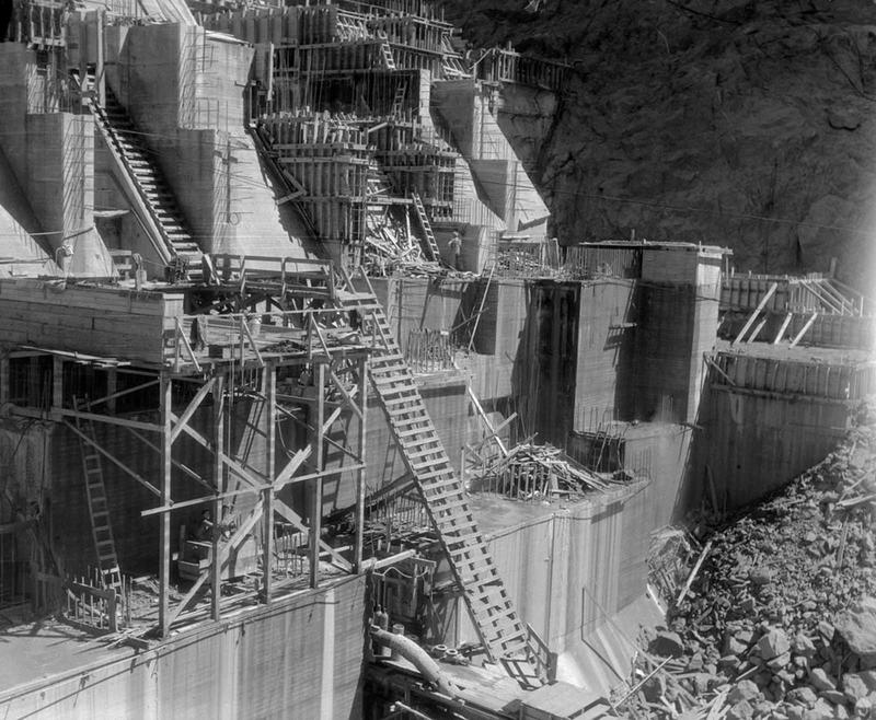 Building the Hoover Dam 13